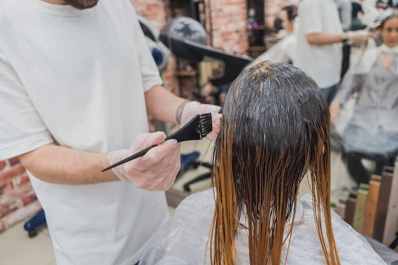 sen o farbowaniu włosów